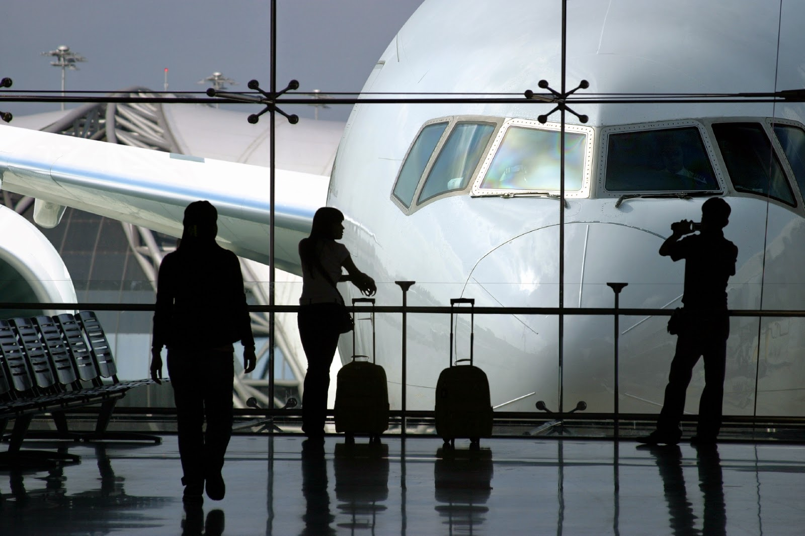 Travelife Magazines Suitcase Tales The Safest Airlines In The - The 12 safest airlines in the world