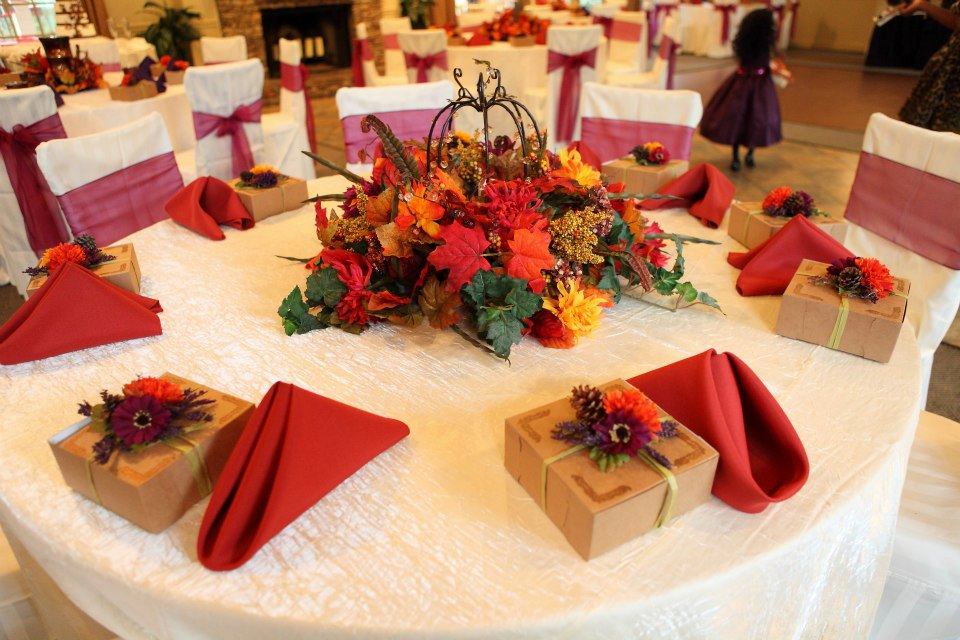 Vecoma At The Yellow River: Fall Wedding Decorations