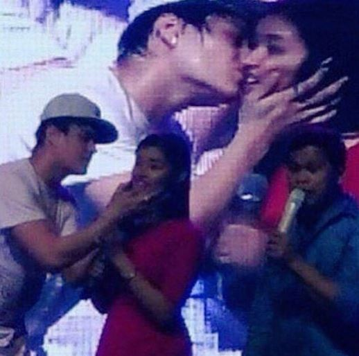 Enrique Gil shockingly kissed Liza right on the lips! This is insane!