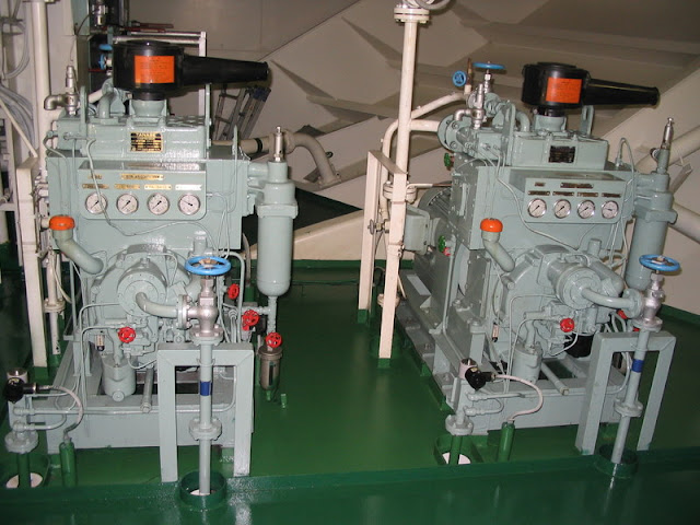 types of air compressor on ship