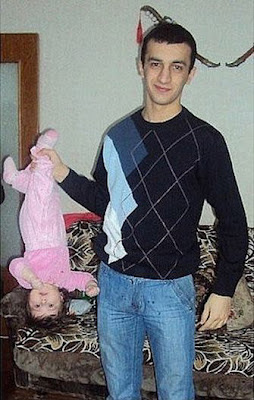lustige Baby Bilder - Mann mit Kind - Rabenvater
