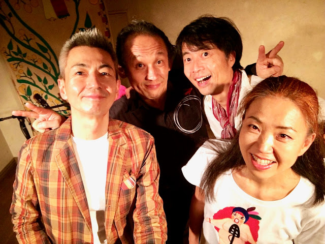 ウタウタ 左から:喜多直毅(violin)和田啓(percussion)長谷川友二(guitar)松本泰子(vocal)