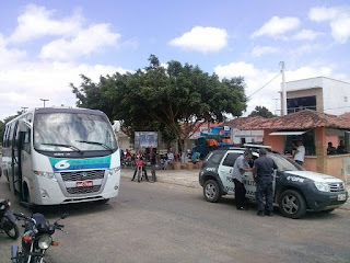 "Bandidos assaltam ônibus ""Opcional 6"" em Jaçanã"