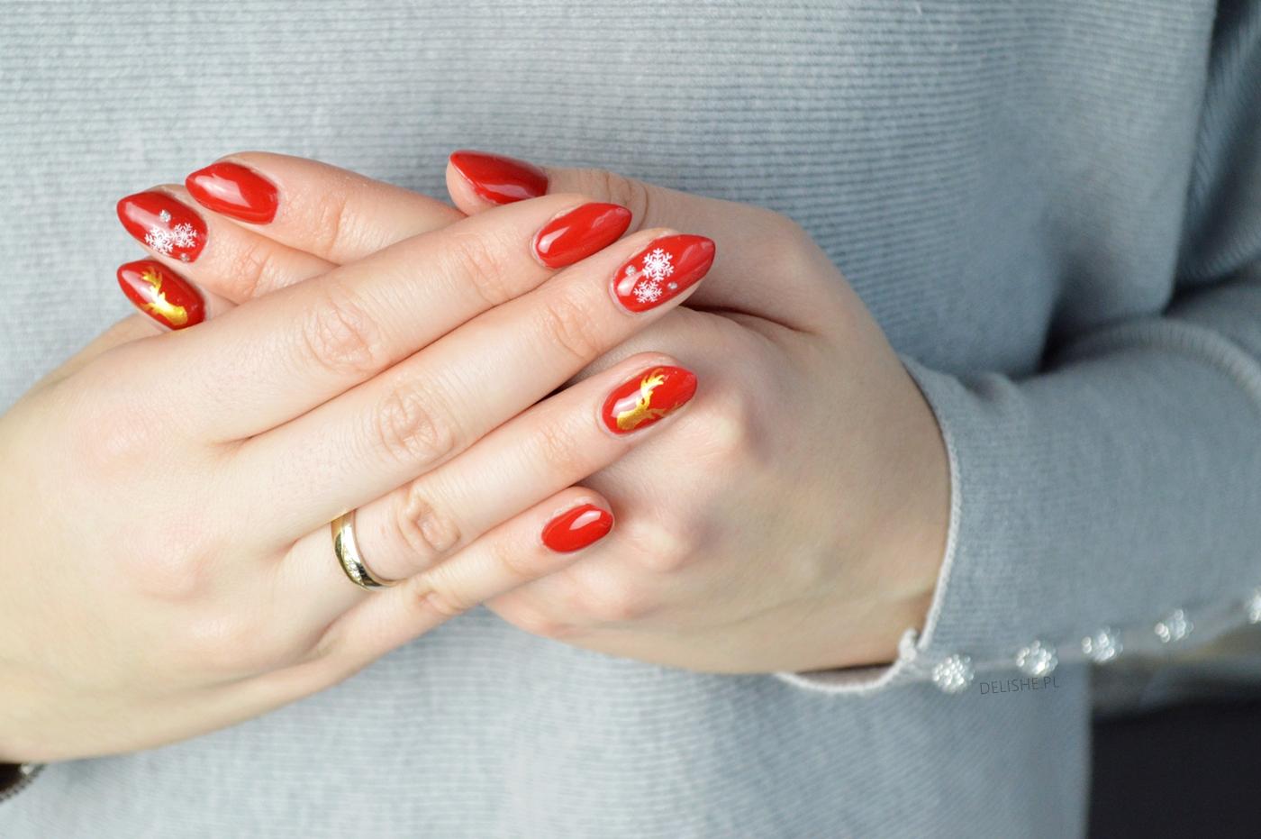 manicure złoty renifer i płatki śniegu