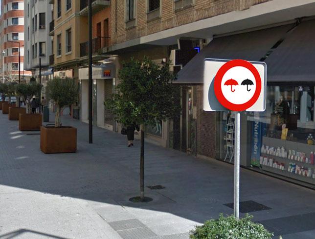 Nueva señal de tráfico peatonal en la calle Tafalla