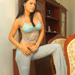Andrea Rincon, Selena Spice Galeria 34 : Blue Jean Y Blusa Con Flores Foto 5