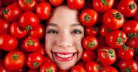 Menghilangkan komedo dengan tomat