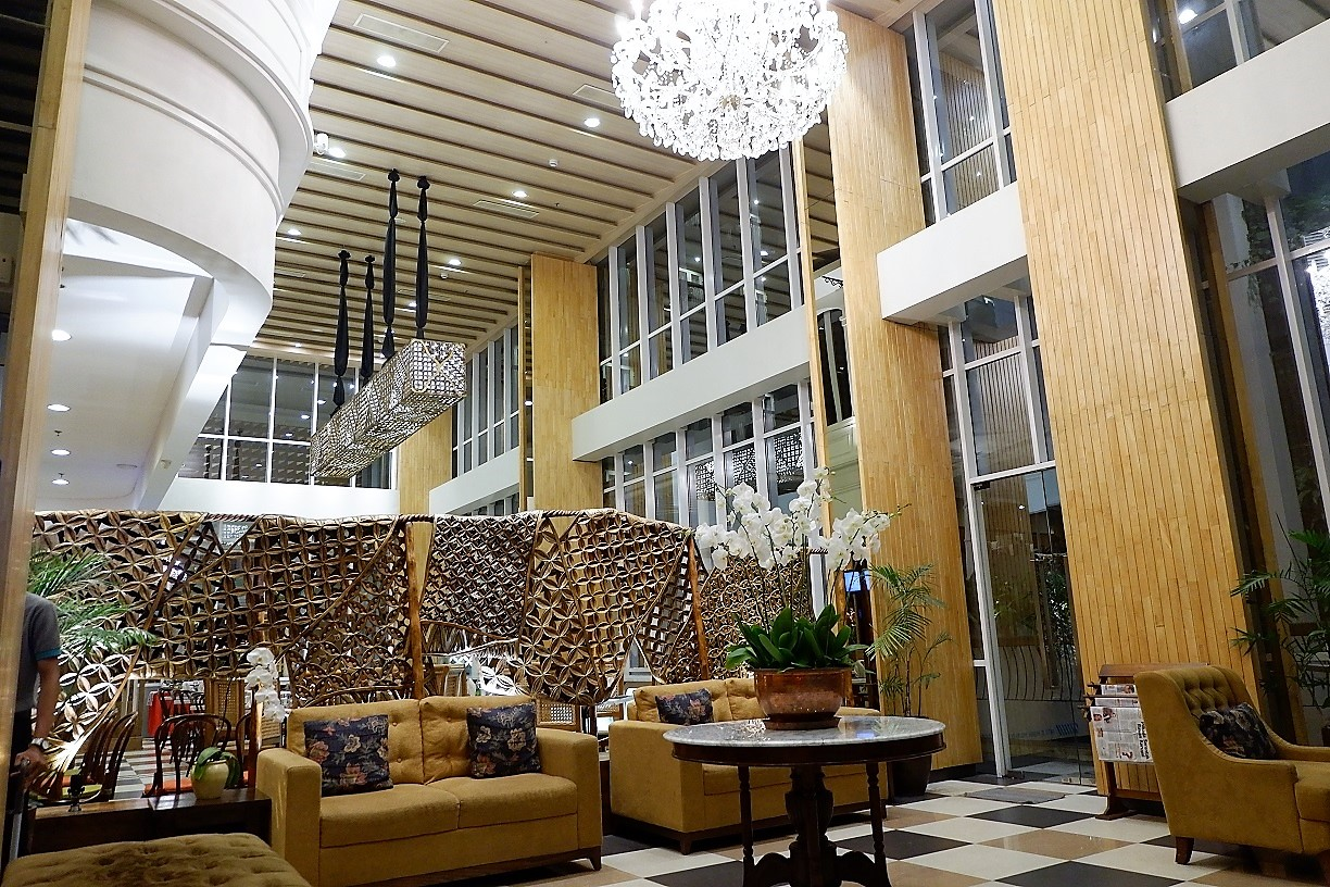 beautiful and charming lobby of The 101 Hotel