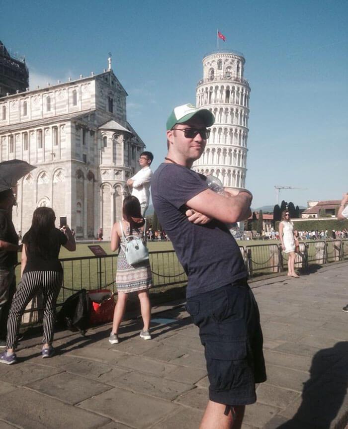 Pisa Kulesinin Yanında Turistleri Trolleyen Adam