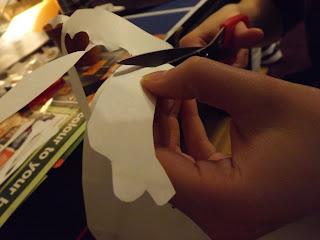 Csontok kivágása papírból