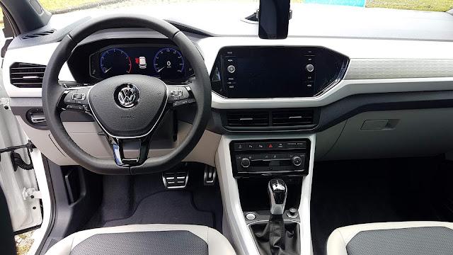VW T-Cross Highline 250 TSI Automático - painel digital
