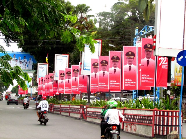 17 baliho penyambutan irgahayu RI Ke-72, di pulau jalan sudut Lapangan H Adam Malik, Pematangsiantar, Rabu 9/8/2017