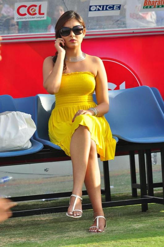 Indian Actress Madhu Shalini Tamil Actress Strapless Tube -2264