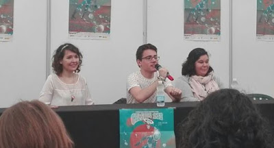 Iria G Parente, Selene M PAscual y Sebas G Mouret presentando Sueños de Piedra