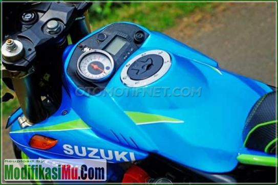 Tangki Bensin dan Spidometer Dibuat di atas Underbone - Modifikasi Suzuki Satria FU 150 ala Moto GP Sederhana Tapi Keren Warna Yang Paling Bagus Variasi Motor Edition 2017