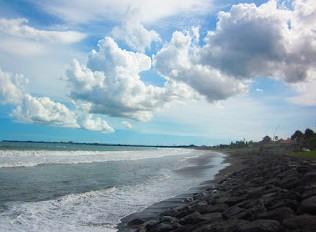 http://www.teluklove.com/2017/02/pesona-keindahan-wisata-pantai-manyar.html