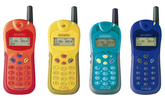 Imagen con 4 teléfonos Alcatel One Touch : rojo, amarillo, verde y azul