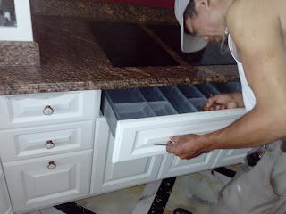 thợ sửa tủ bếp chuyên nghiệp