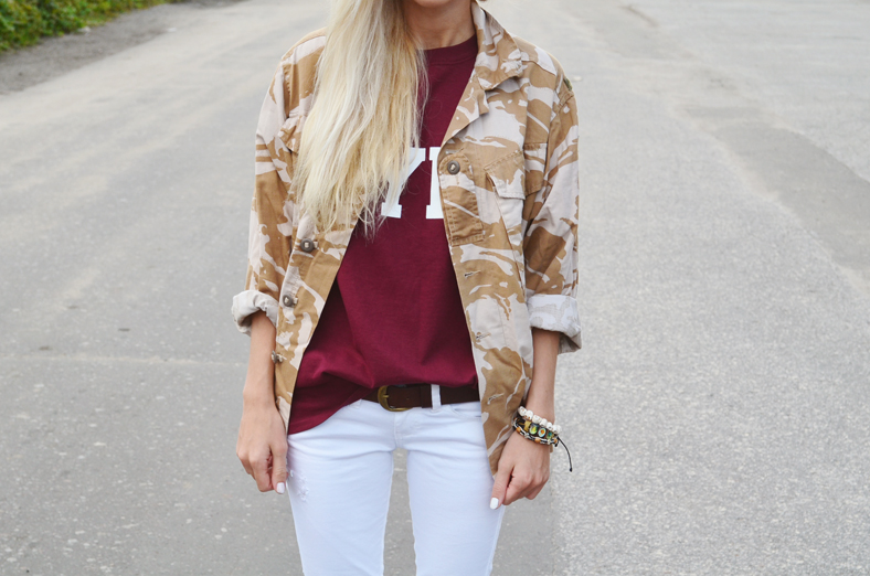 "BURGUNDY ""HYPE"" TEE, WHITE SKINNY JEANS & CAMOUFLAGE JACKET"