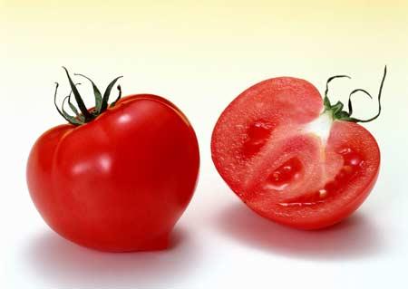 thức ăn dầu mỡ ăn cùng với sốt cà chua thì tỉ lệ hấp thụ của carotene càng tốt, hiệu quả chống lão hóa càng mạnh.