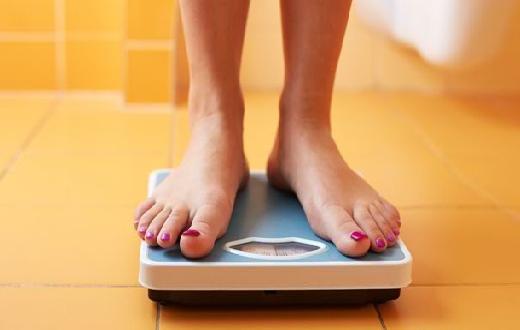 Cara menghitung berat badan ideal pria dan wanita secara online dan manual menggunakan rumus BMI dan rumus Brocha maupun secara manual yang sangat akurat.