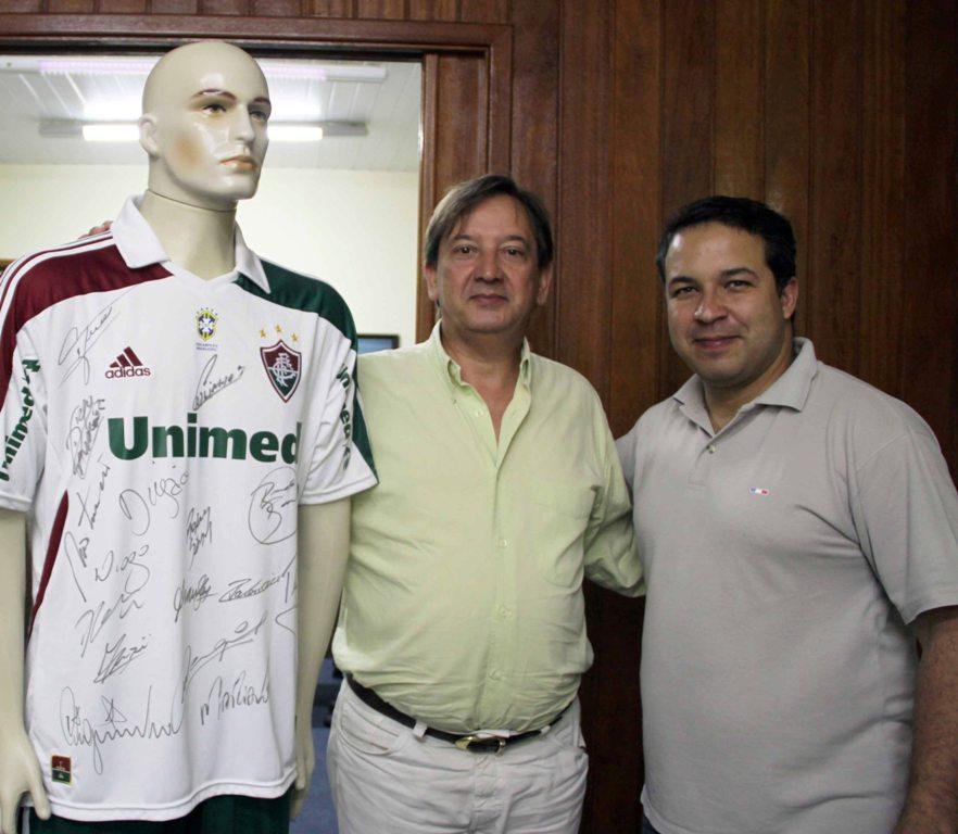 e31de978ad Ganhador da promoção leva kit oficial do Fluminense com camisa autografada  pelo atacante Fred