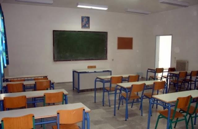 Δάσκαλος κλείδωσε τους μαθητές του στην τάξη και τους πέταγε ό,τι έβρισκε μπροστά του!