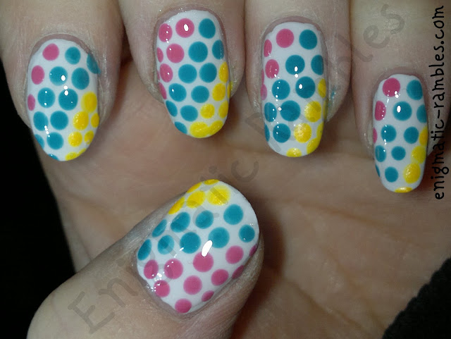 tri-colour-nail-challenge-elf-gum-pink-la-femme-ultra-gold-collection-2000-electric-dreams-dotticure
