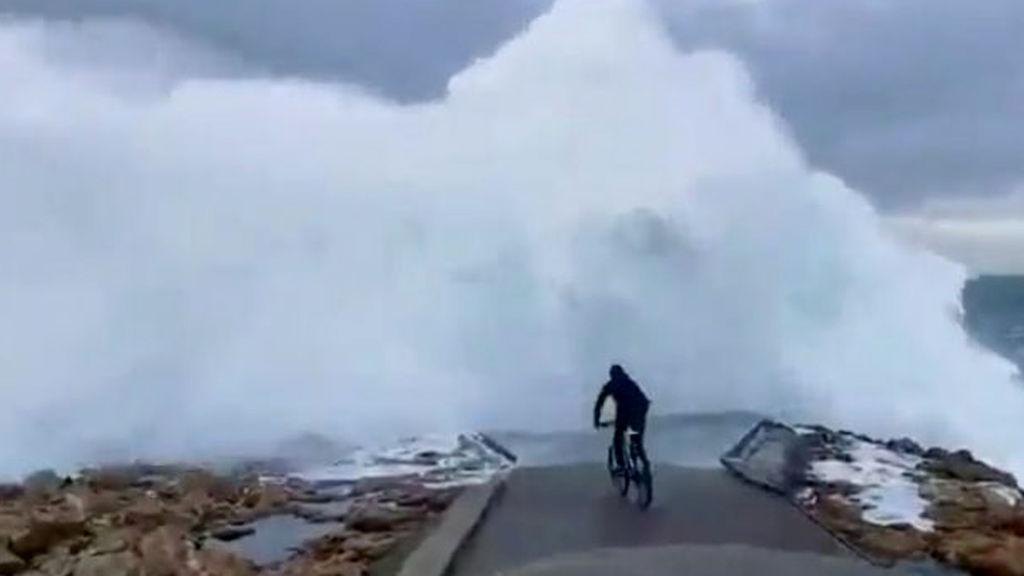 ciclista olas