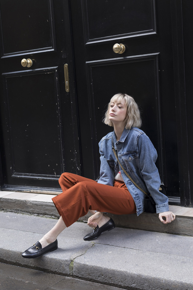 Bloggeuse parisienne portant une tenue Bellerose