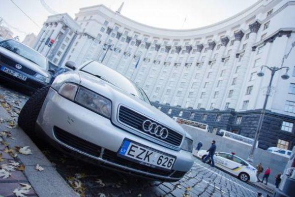 Як розмитнити авто на єврономерах?
