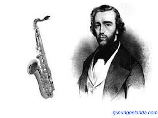 Apakah Adolphe Sax Pencipta Alat Musik Gitar
