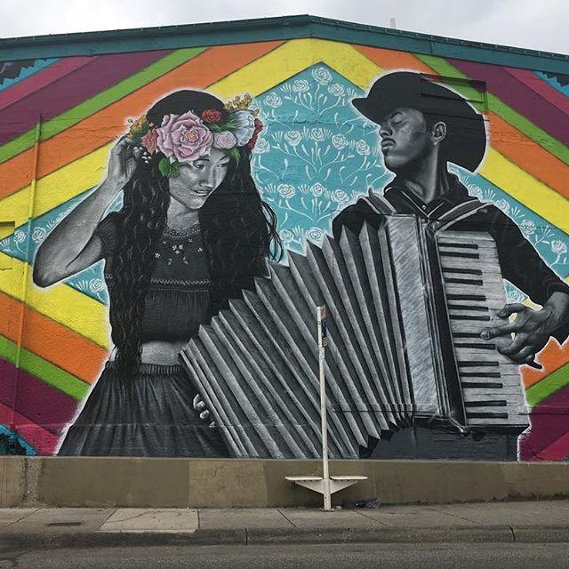 Gambar Alat Musik Accordion Serta Wallpaper Cewek Pemain Akordeon Dan Tato