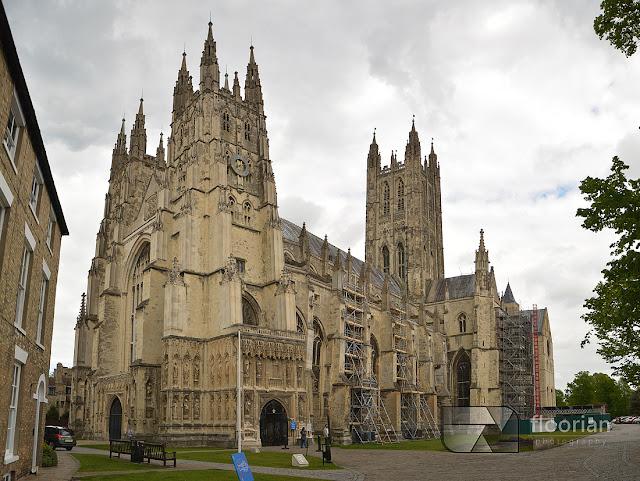 Katedra w Canterbury - najcenniejszy zabytek - Kościół Macierzysty Kościoła Anglii i siedziba prymasa Anglii (Mother Church Of The Church of England Seat Of The Primate of All England) - najwarzniejsza atrakcja turystyczna w Canterbury