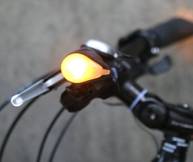 Blinker Grips - Bicycle grips with battery powered LED indicator lights