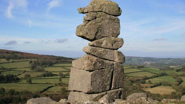 Selain Malin Kundang, 3 Legenda Ini Juga Kisahkan Manusia Jadi Batu