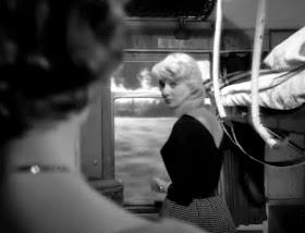 fabuła w pociągu filmu