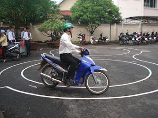 học lái xe máy a1