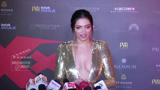 Deepika Padukone Promoting   Return of Xander Cage in India in Golde Gown 40 .xyz.jpg