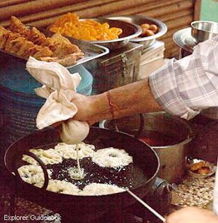Jalebi dan Kacori Kota suci varanasi india ghat terkenal di varanasi