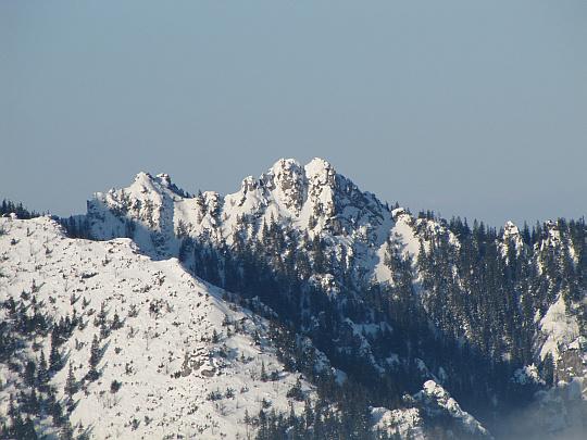Zbliżenie na Sarnią Skałę (widok ze Skupniowego Upłazu).