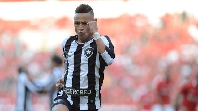 Botafogo se agiganta e bate Inter no Beira-Rio
