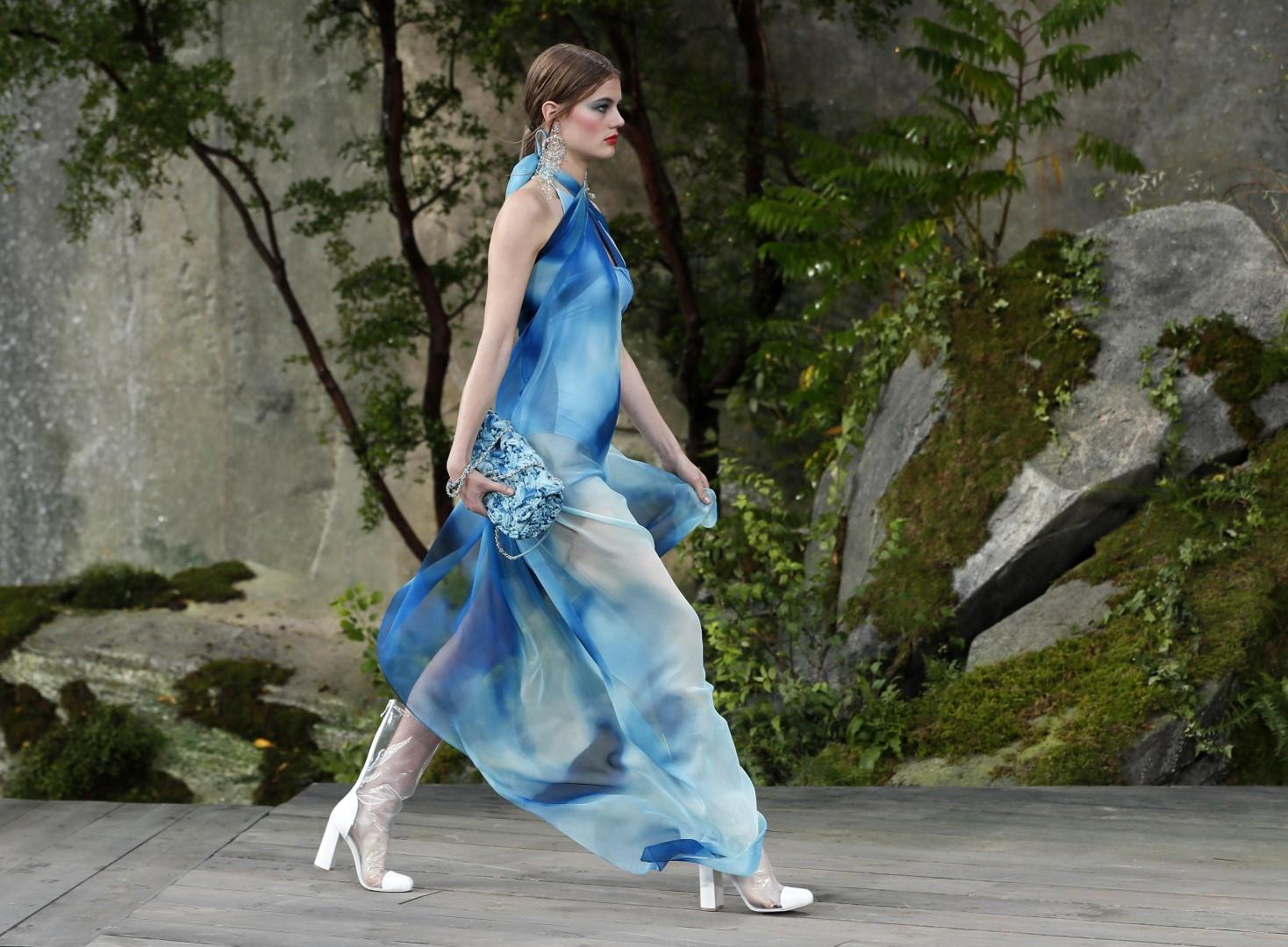 Parigi moda sfila la donna chanel for Cabine bon ton roulet sul fiume