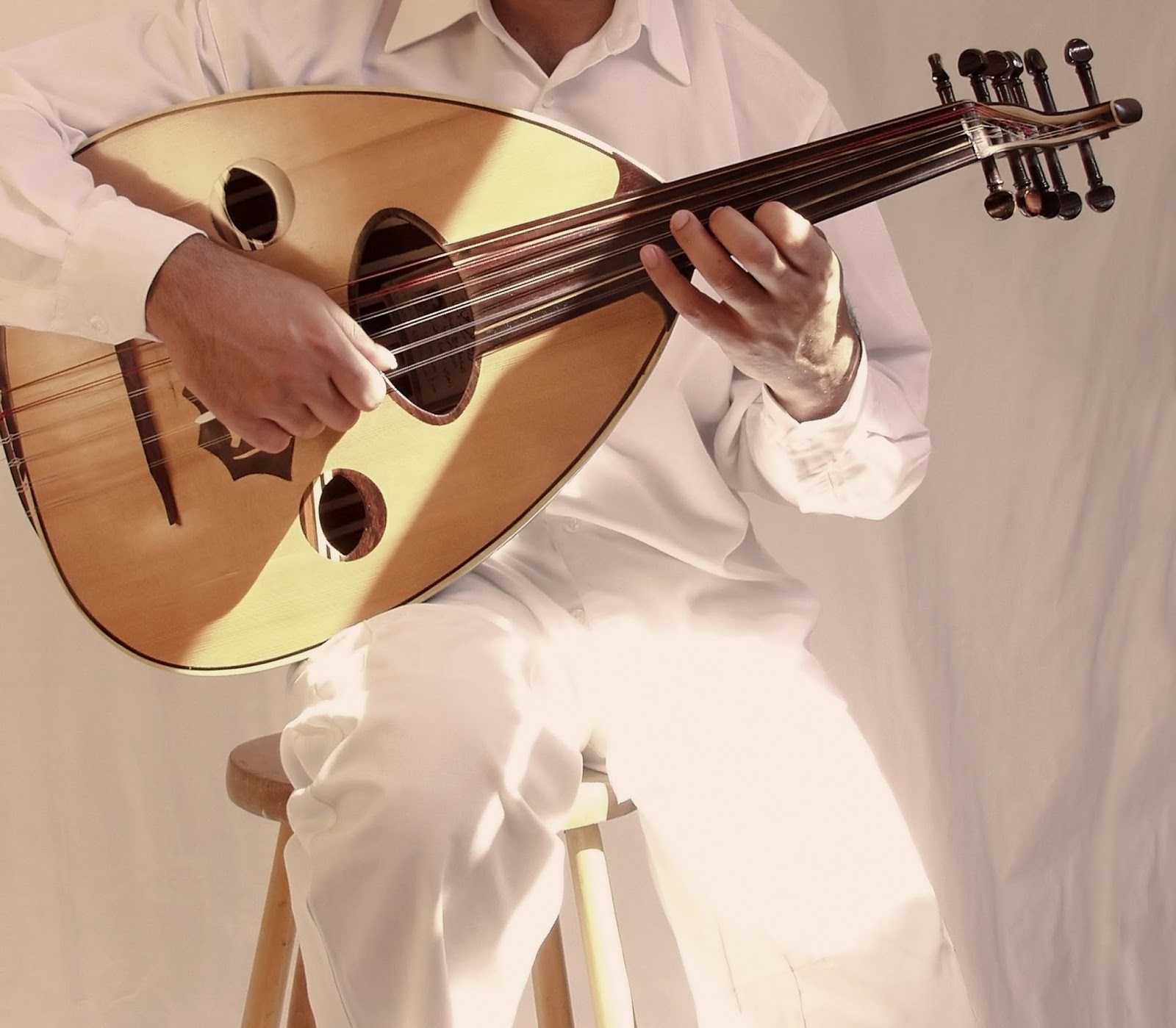 the oud Oud, oud music, arabic music lute, and arabic music mp3 for oud and more from maqam mp3.