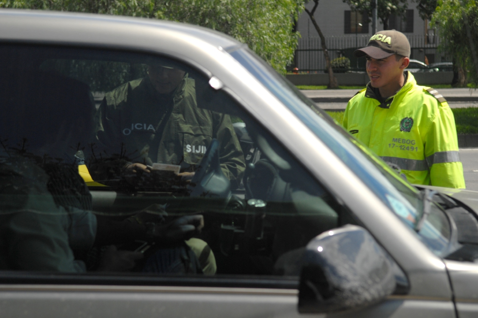Policía, a clases de género por acosar a mujer