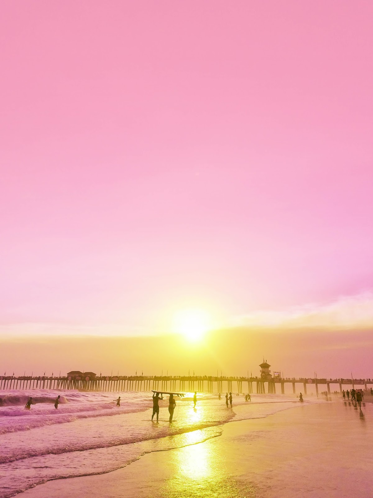 pink sunset in Huntington Beach, CA | The Bella Insider