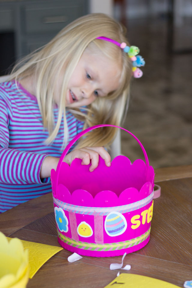 Fun Easter kids craft idea - DIY Easter baskets!