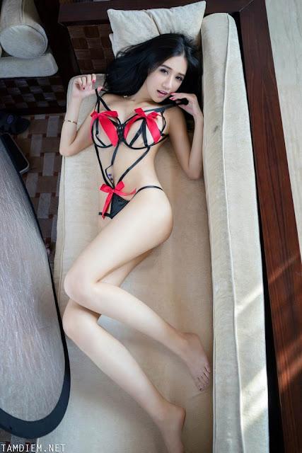 Hot girls Naked girls in swimming pool 9