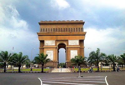 Monumen Simpang Lima Gumul - Tempat Wisata Kabupaten Kediri