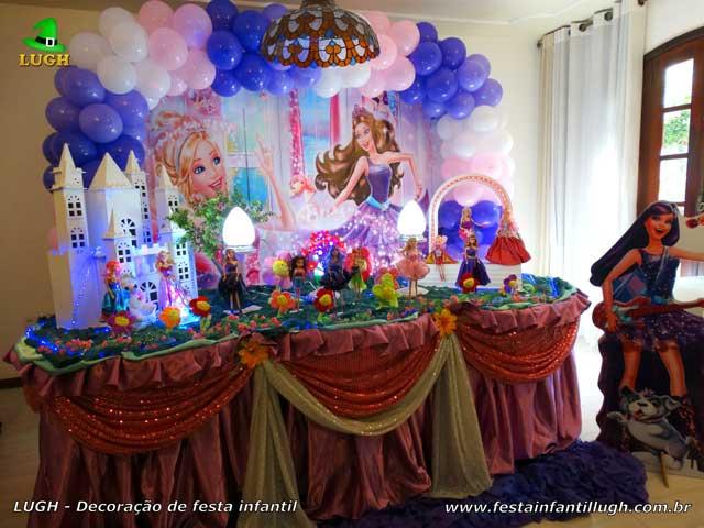 Mesa luxo tradicional forradas com toalhas de tecido - pano - Decoração de aniversário infantil feminino tema Barbie Pop Star